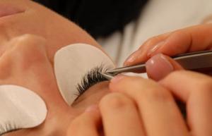 Eyelash extension application